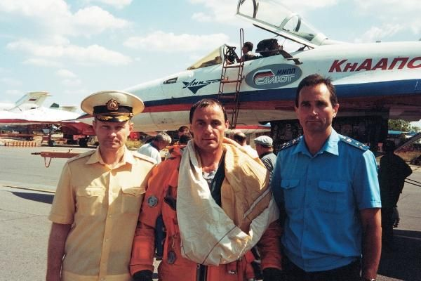 Тимур Автандилович Апакидзе крайний слева В центре Анатолий Николаевич Квочур
