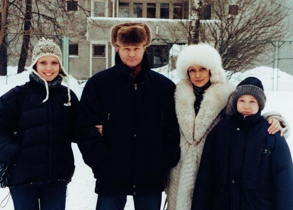 Тимур Автандилович Апакидзе с женой и детьми