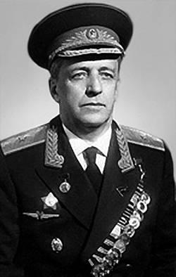 Владимир Михайлович Мясищев в военной форме с наградами