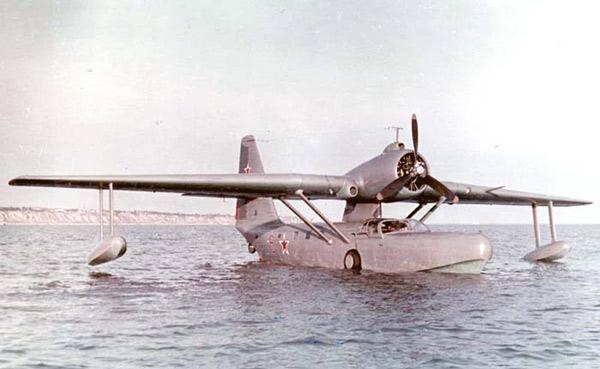 Гидросамолёт Георгия Михайловича Бериева лёгкий связной Бе-8 с подводными крыльями
