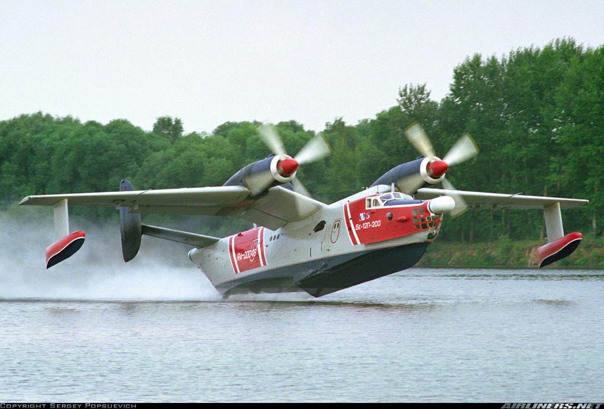 Самолёт-амфибия Георгия Михайловича Бериева Бе-12 на посадке Касание воды