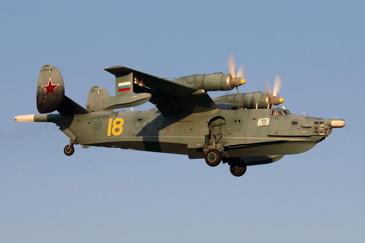 Самолёт-амфибия Георгия Михайловича Бериева Бе-12 на посадке с выпущенным шасси
