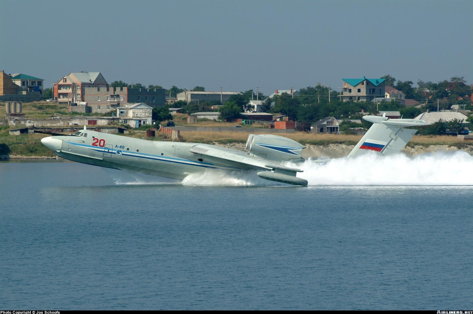 Самолёт-амфибия КБ Георгия Михайловича Бериева А-40 на глиссирующем режиме Вид с боку
