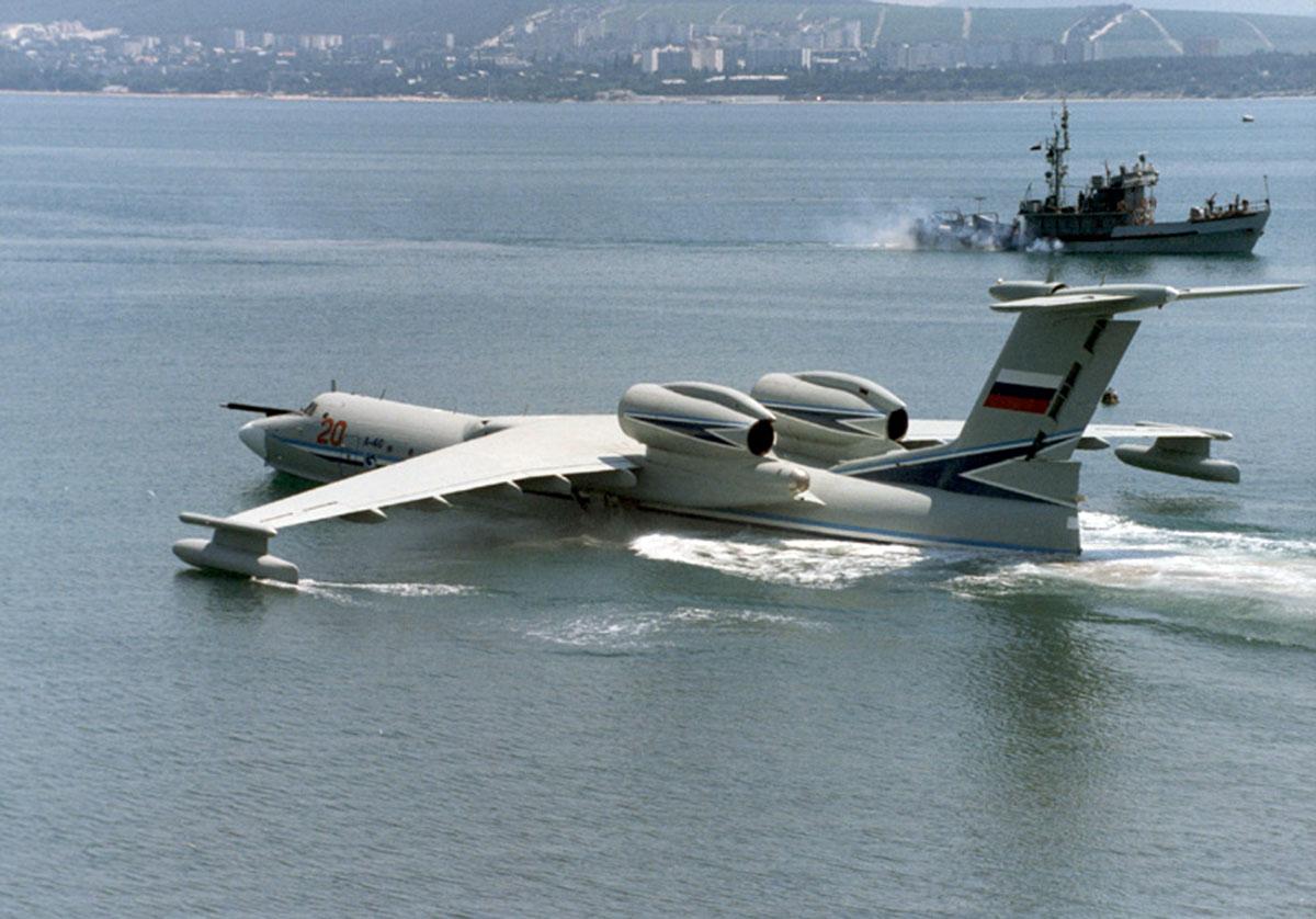 Самолёт-амфибия КБ Георгия Михайловича Бериева А-40 на плаву