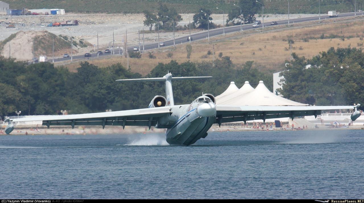 Самолёт-амфибия КБ Георгия Михайловича Бериева А-40 на посадке на воду Касание воды