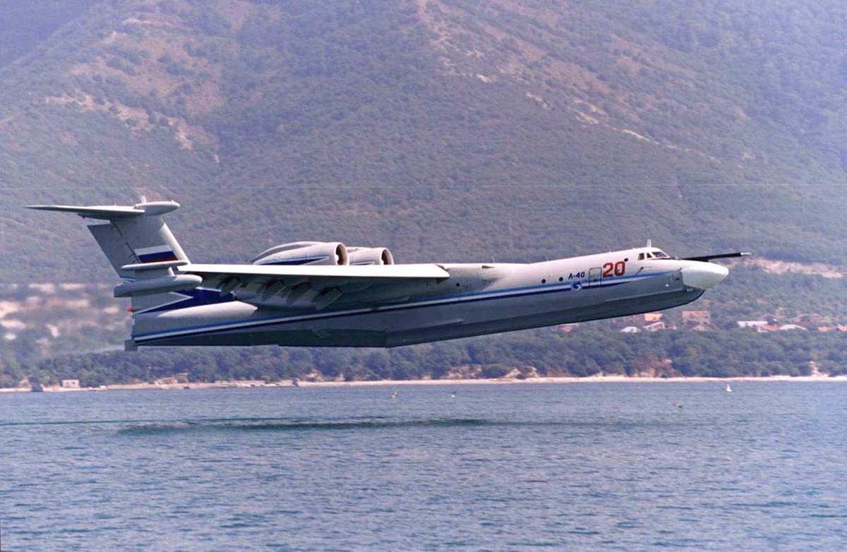 Самолёт-амфибия КБ Георгия Михайловича Бериева А-40 на посадке на воду