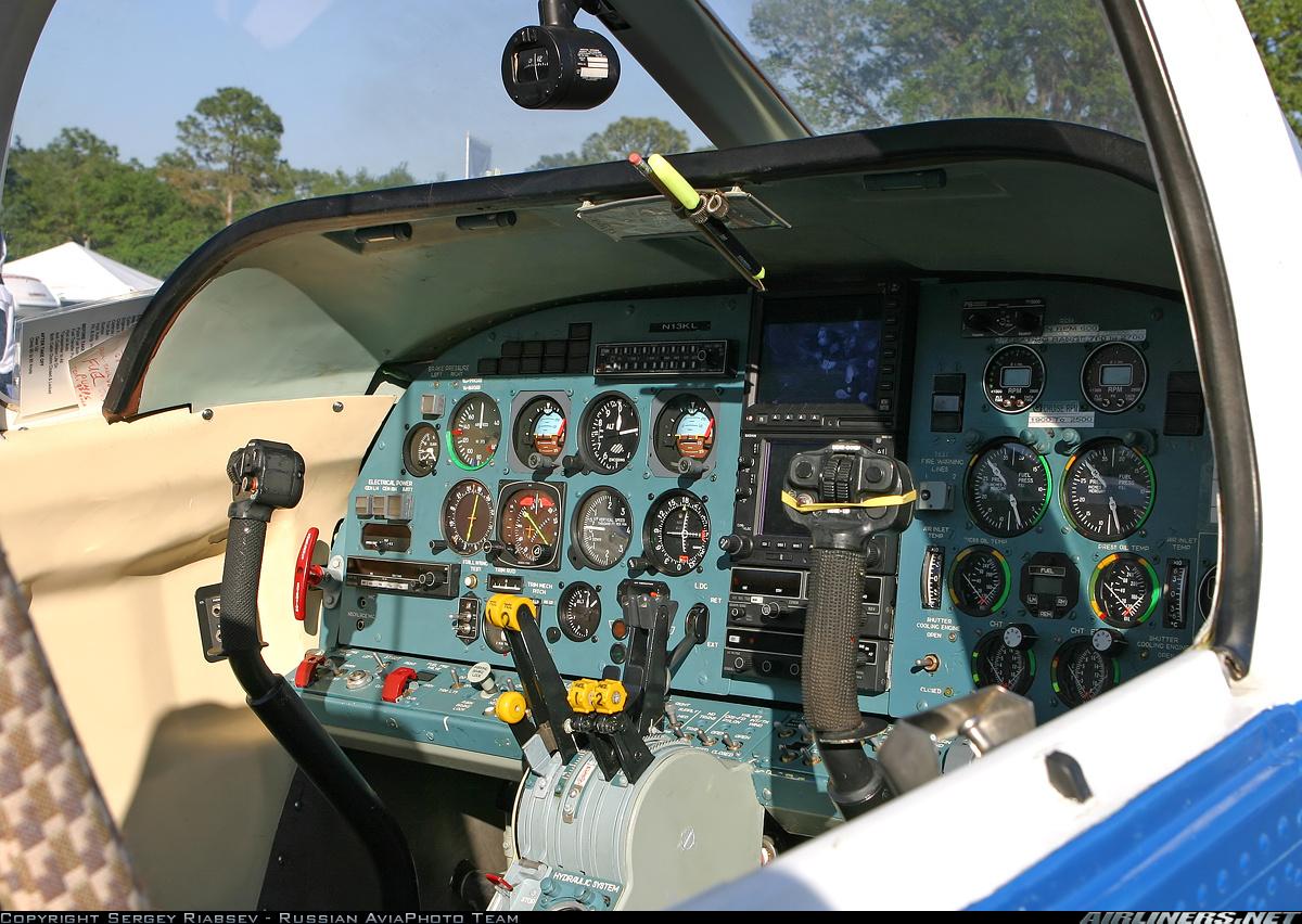 Самолёт-амфибия КБ Георгия Михайловича Бериева Бе-103 Кабина пилотов