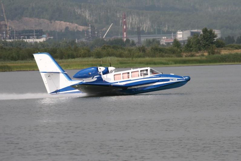 Самолёт-амфибия КБ Георгия Михайловича Бериева Бе-103 на взлёте