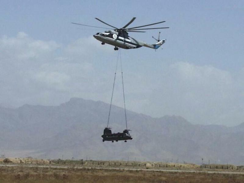 Вертолёт КБ Михаила Леонтьевича Миля Ми-26 Грузоподъёмность 20 тонн Перевозка на внешней подвеске полуразобранного американского вертолёта Чинук