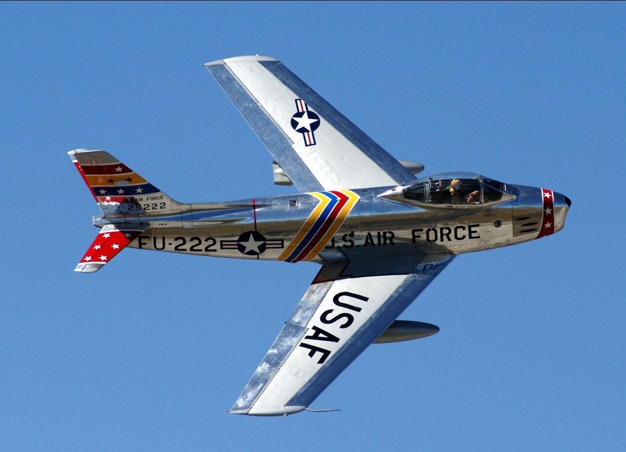 Американский истребитель F-86 Сэйбр Главный соперник МиГ-15 в войне в Корее