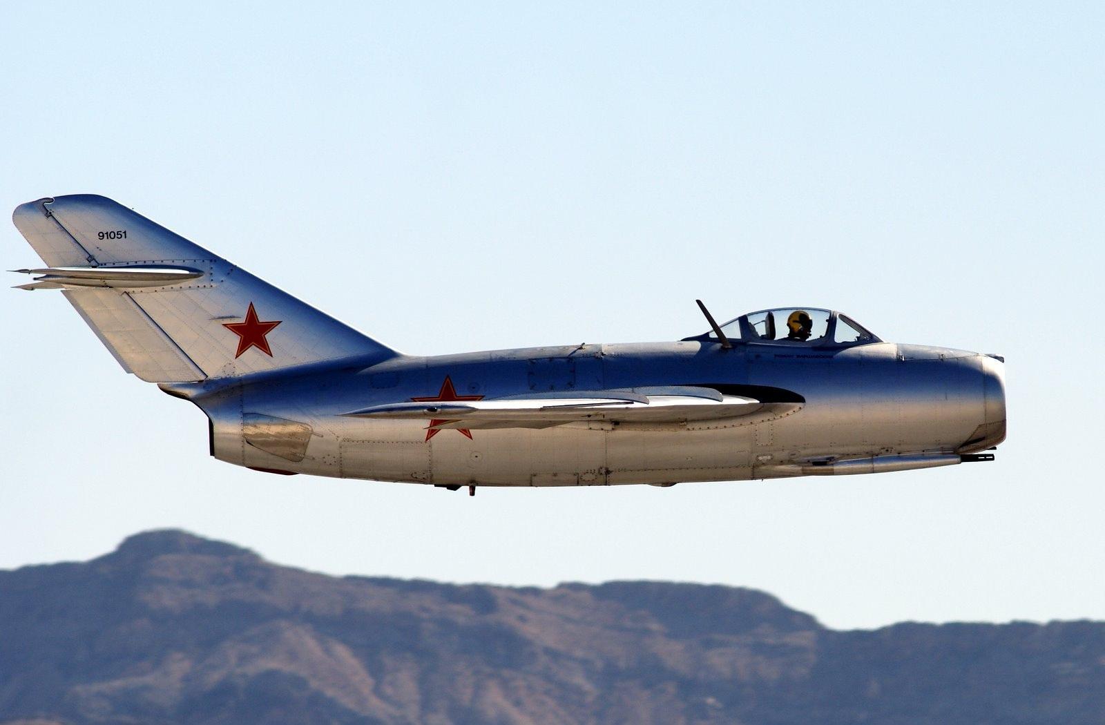 Истребитель МиГ-15 На таком в Корее воевал Иван Никитович Кожедуб Данный самолёт восстановлен до лётного состояния в США и летает в США