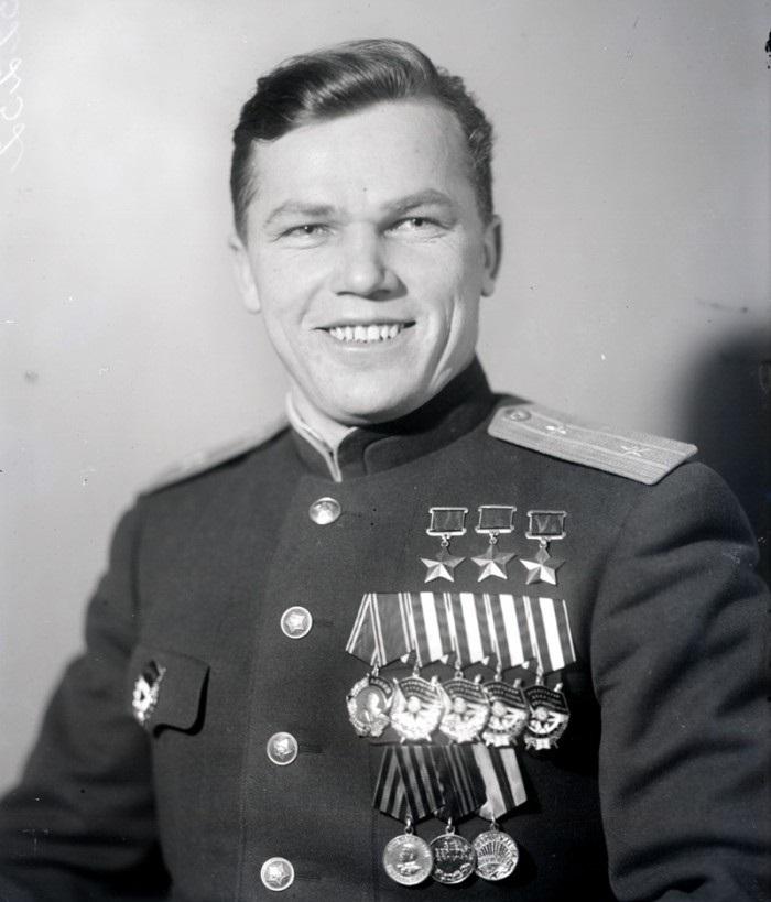 Иван Никитович Кожедуб Трижды Герой Советского Союза После Великой Отечественной войны
