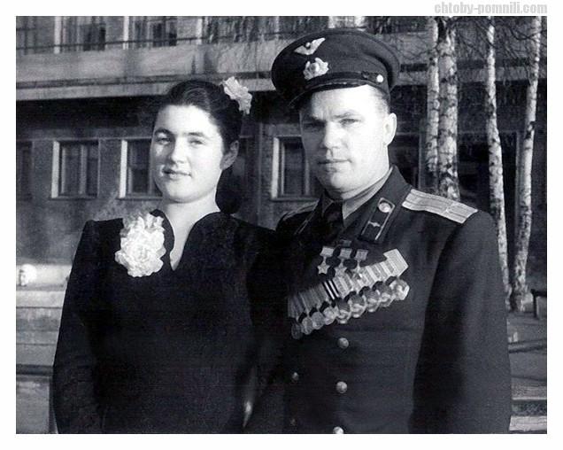 Иван Никитович Кожедуб со своей будущей женой Вероникой