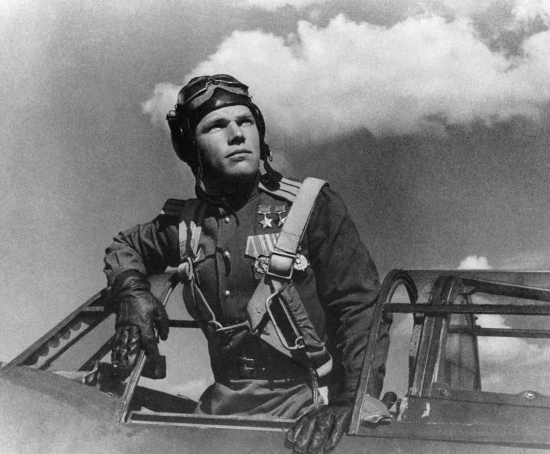 Лётчик-истребитель асс Иван Никитович Кожедуб Дважды Герой Советского Союза