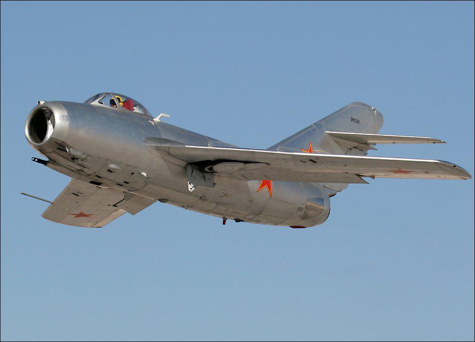 МиГ-15 На этом типе истребителя Иван Никитович Кожедуб воевал в Корее в 1950-х годах
