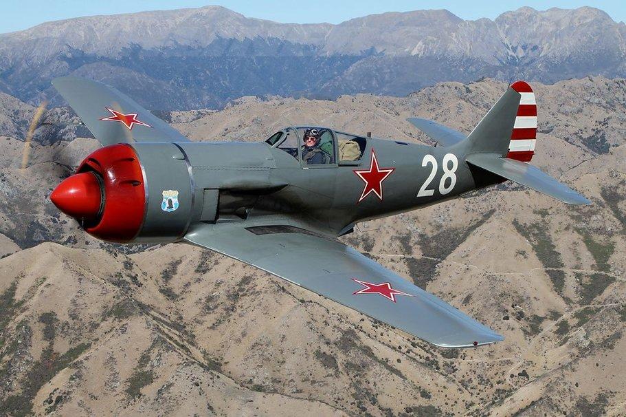 Истребитель Семёна Алексеевича Лавочкина Ла-9 отреставрированный до лётного состояния в США и летающий в США