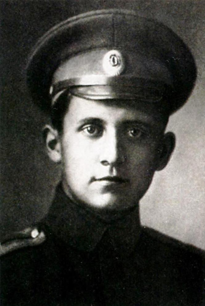 Авиаконструктор Павел Осипович Сухой в армии в должности младшего офицера пехотного полка