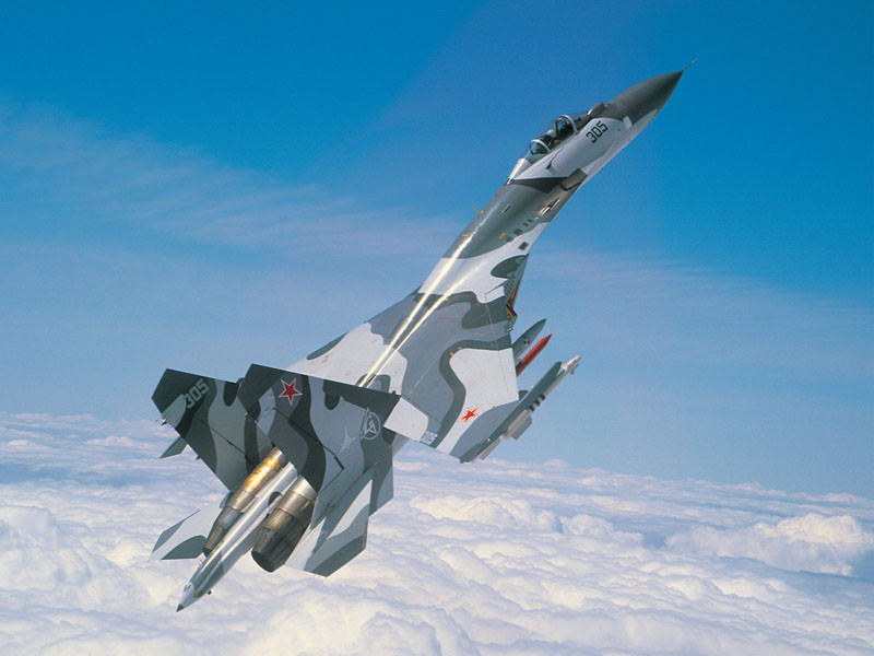 Самолёт КБ Павла Осиповича Сухого Су-27 на взлёте