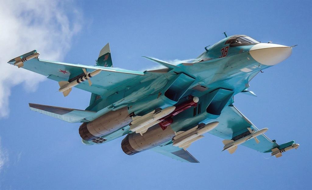 Самолёт КБ Павла Осиповича Сухого Су-34 с ракетным вооружением