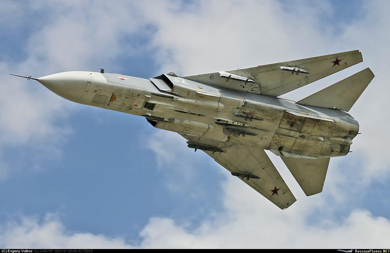 Самолёт Павла Осиповича Сухого Су-24 с изменяемой стреловидностью крыла В данном случае максимальная стреловидность крыла