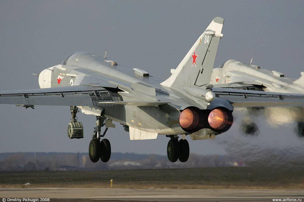 Самолёт Павла Осиповича Сухого Су-24 с изменяемой стреловидностью крыла В данном случае минимальная стреловидность крыла на взлёте
