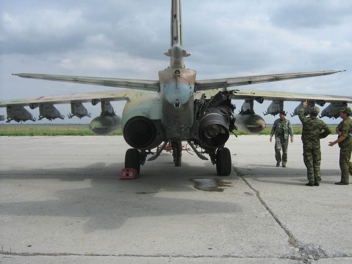 Самолёт Павла Осиповича Сухого Су-25 Штурмовик с очень высокой живучестью Даже с такими повреждениями возвращается на свой аэродром