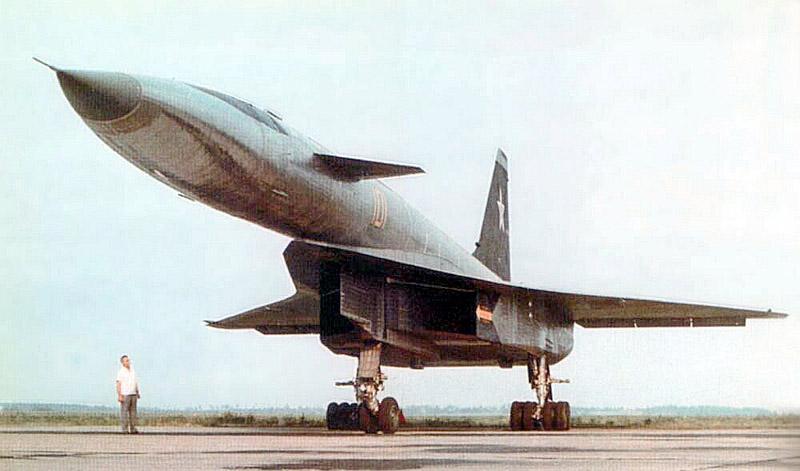Самолёт Павла Осиповича Сухого Т-4 или Су-100 со склоняемым в даннои случае выпрямленным носом