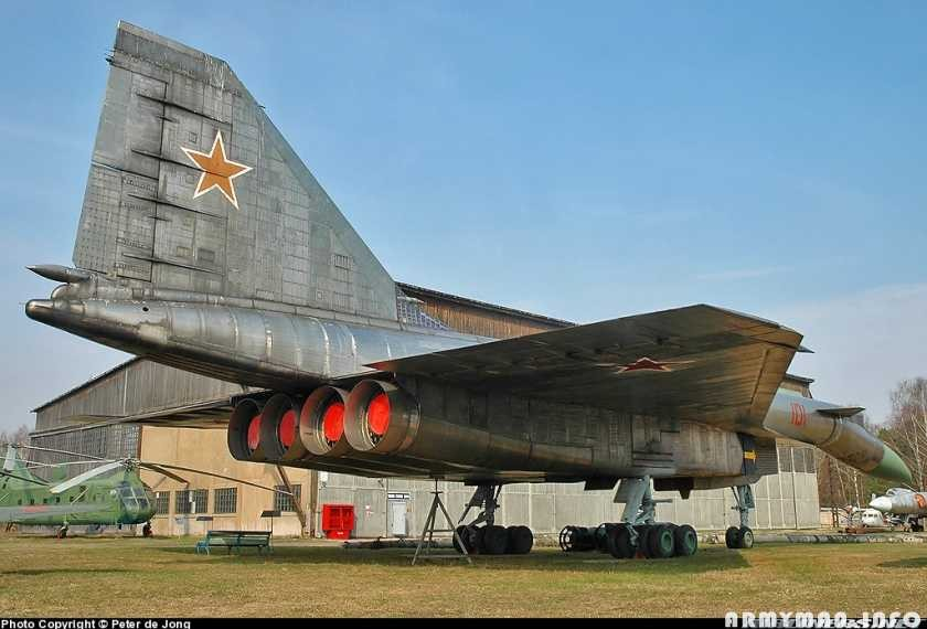 Самолёт Павла Осиповича Сухого Т-4 или Су-100 в музее в Монино