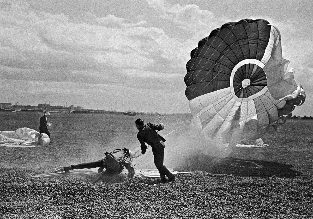 9-го ноября 1911-го года состоялось испытание первого ранцевого парашюта Глеба Евгеньевича Котельникова РК-1