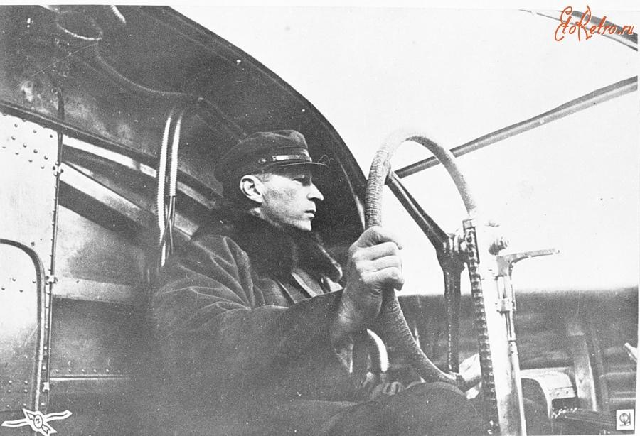 Михаил Михайлович Громов лётчик-испытатель за штурвалом самолёта