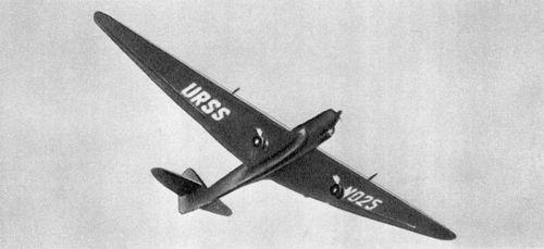 Самолёт экипажа Михаила Михайловича Громова АНТ-25 в небе