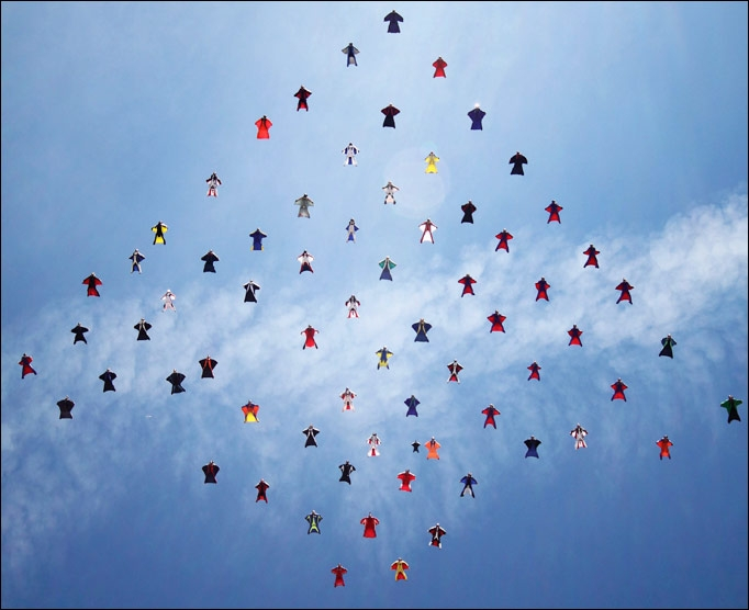 Вид парашютного спорта Формация в вингсьютах