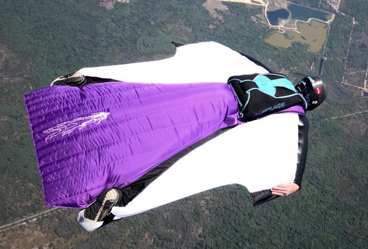 Вид парашютного спорта Вингсьют