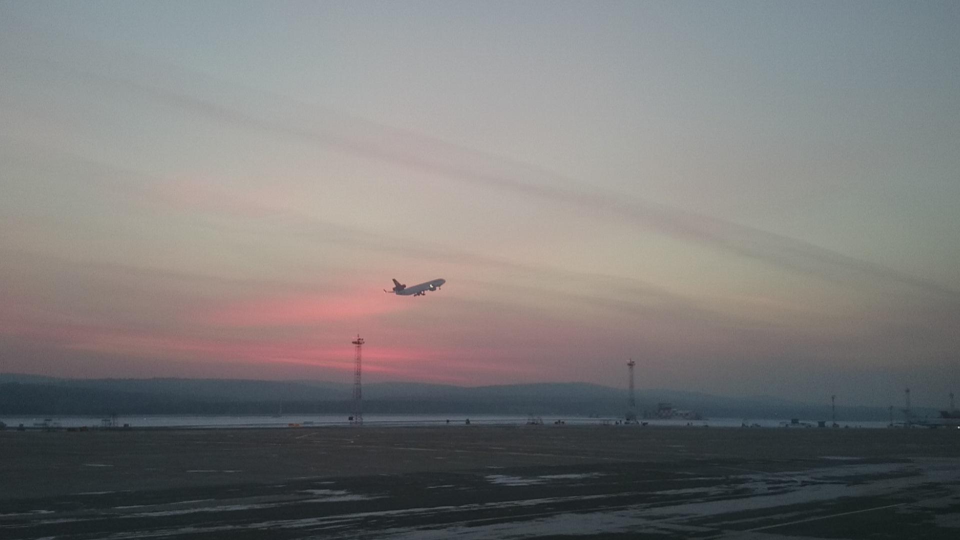 Красноярск Крайний прилёт авиакомпании Люфтганза Грузовые самолёты MD11 Взлёт. 30.10.2016 года
