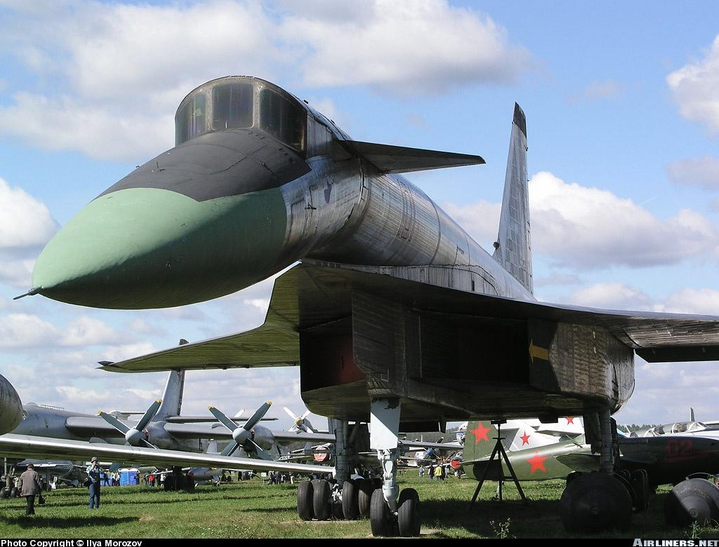 Сверхзвуковой бомбардировщик Су-100 или Т-4 в подмосковном музее в Монино