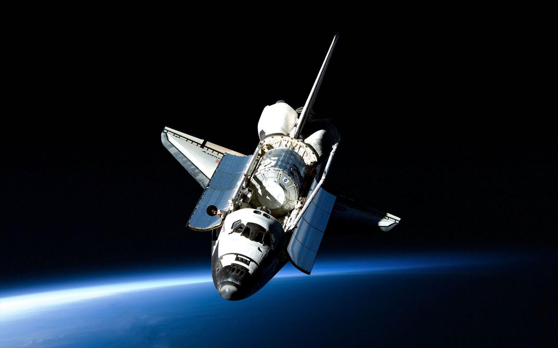 Американский космический корабль многоразового использования Спэйс-Шатл во время работы на орбите