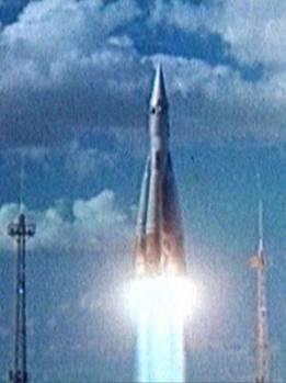 Межконтинентальная ракета Р-7 в полёте