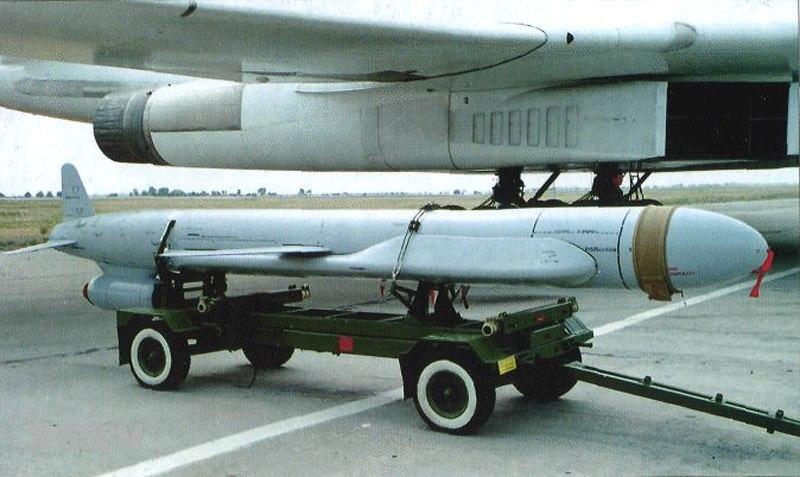Российская крылатая ракета Х-55 перед установкой на самолёт Ту-160