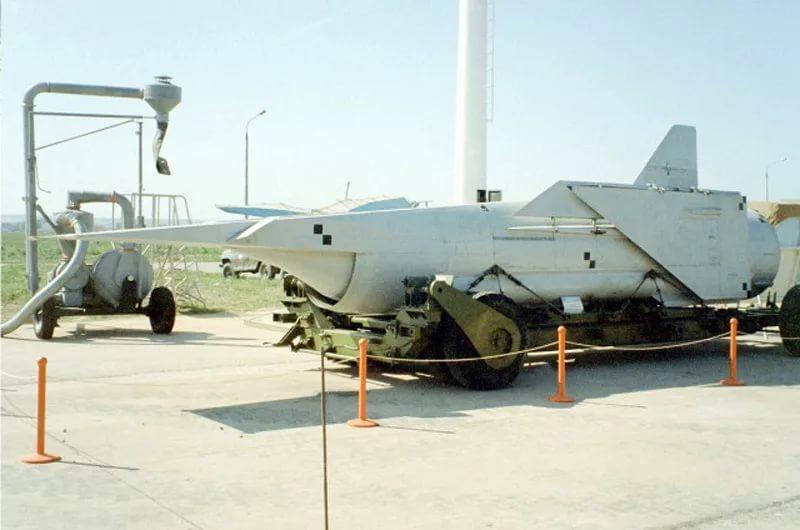 Советская гиперзвуковая ракета Х-90 со сложенными крыльями