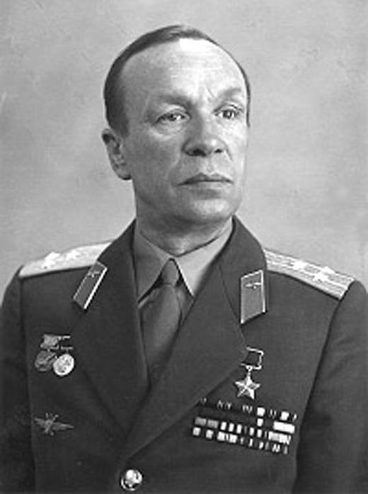 Ведущий лётчик-испытатель СССР Герой Советского Союза Сергей Николаевич Анохин