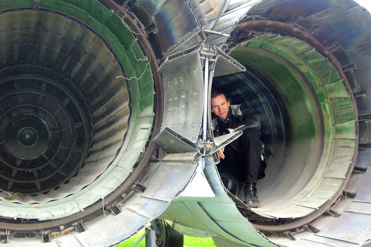 Сопла двигателей истребителя-перехватчика МиГ-25