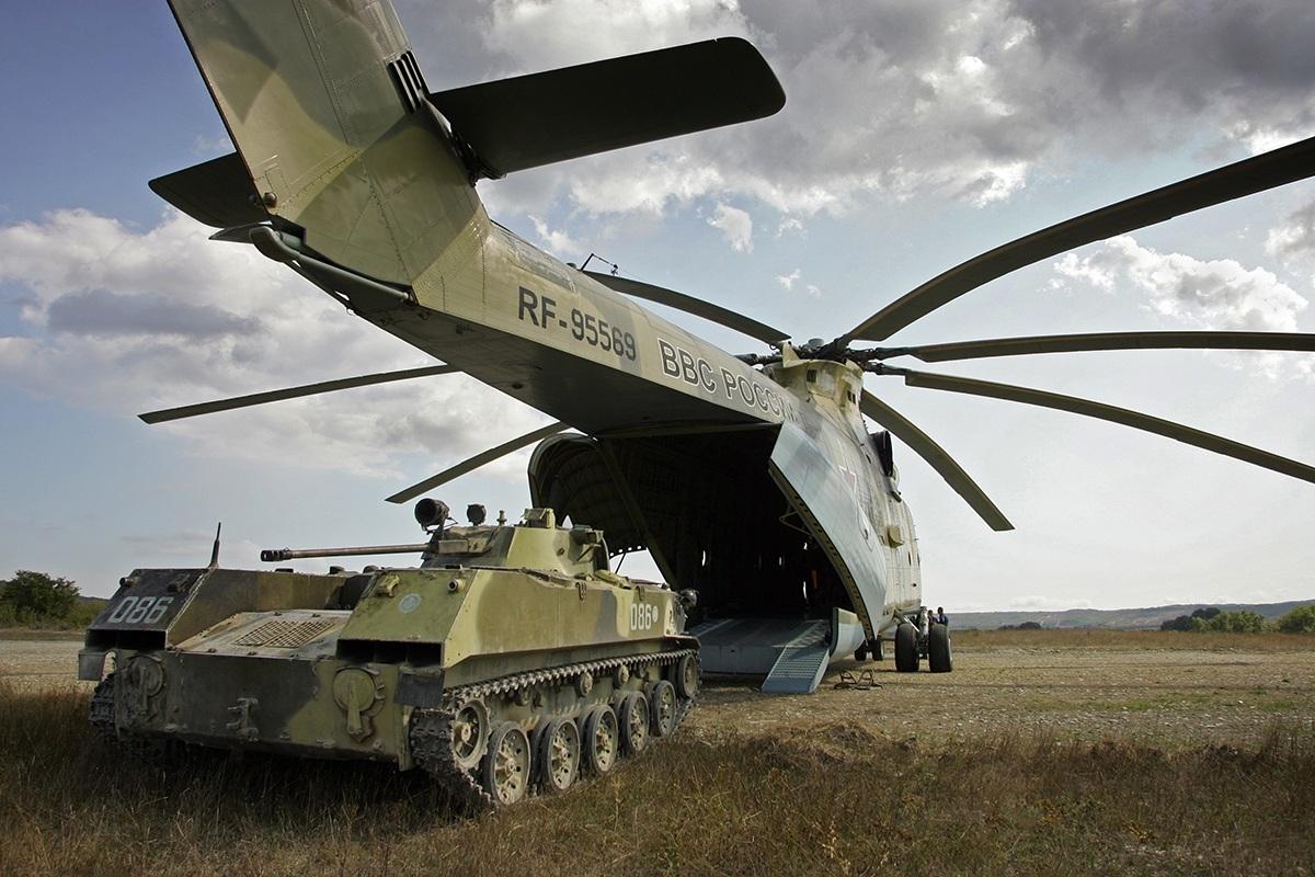 Загрузка ДМД-2 в грузовой отсек самого большого в мире СЕРИЙНОГО транспортного вертолёта Mи-26