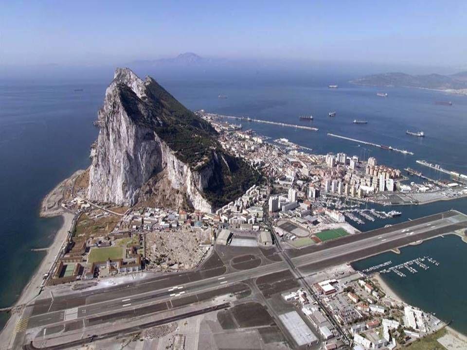 Аэропорт Гибралтара Взлётно-посадочная полоса находится рядом со скалой Взлётную полосу пересекает автомобильная дорога