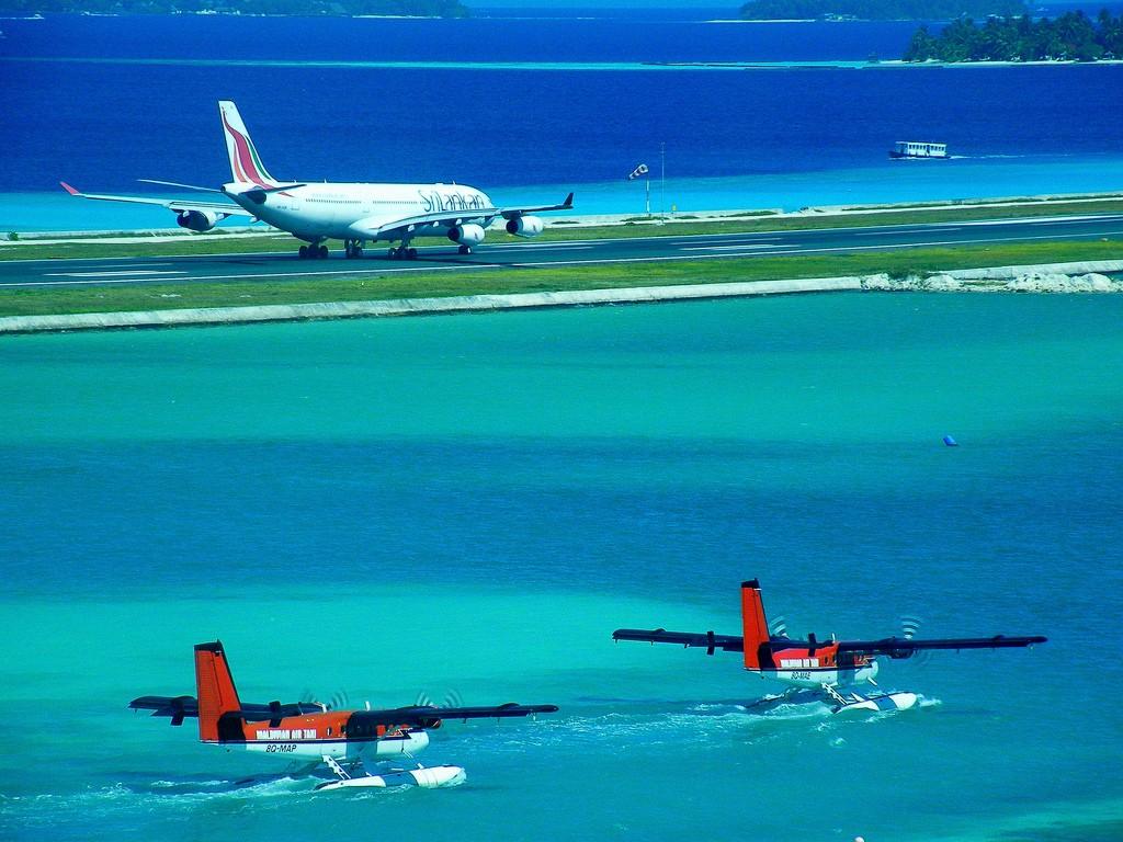 Аэропорт Мальдивских островов Мале Руление сухопутного самолёта и гидросамолётов