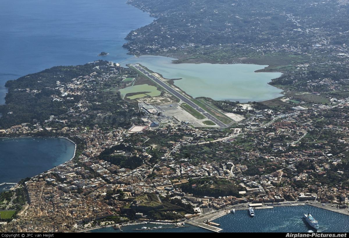 Аэропорт города Керкира на острове Корфу в Греции