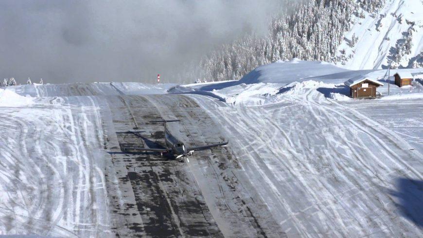 Горный аэропорт Куршевель во Франции Взлётно-посадочная полоса находится на крутом склоне горы Уклон горы составляет 18 градусов
