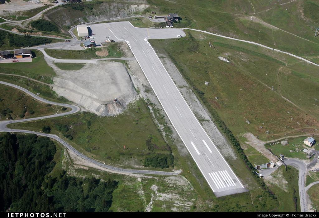 Горный аэропорт Куршевель во Франции