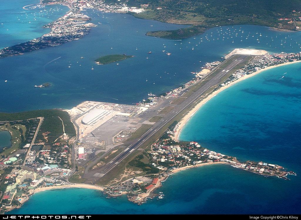 Карибское море Антильские острова Остров Сен-Мартен Аэропорт Принцессы Юлианы Общий вид аэропорта
