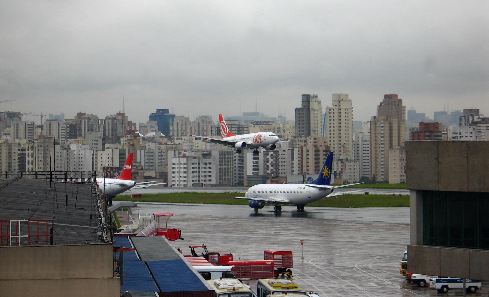Посадка в аэропорту Конгоньяс (Сongonhas) в городе Сан-Паулу в Бразилии