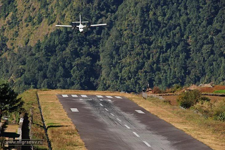 Посадка в аэропорту Лукла (Lukla) в Непале